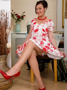 Classy Mature Milf Sofia Matthews Shows Her Twat After Removing Retro Clothes