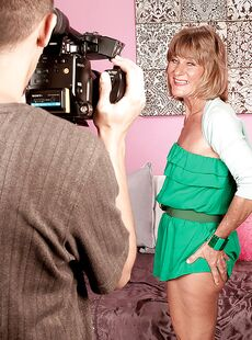 Mature Mom In Green Miniskirt Daisy Lou Sucking Big Cock Before Mounting It