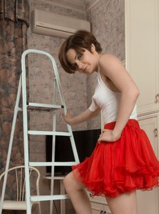 Natural Hairy Women Aria Red Skirt Whtie Blouse