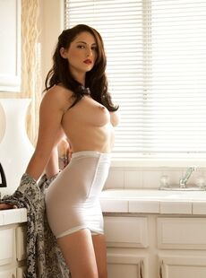 Top Class Model Carlotta Champagneposing Naked And Showing Tits In Kitchen