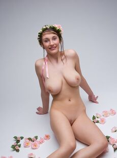 Naked Solo Girl Ashley Wears A Crown Of Flowers While Flaunting Her Great Tits